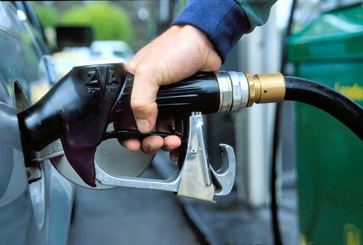 К новому году цены на бензин
