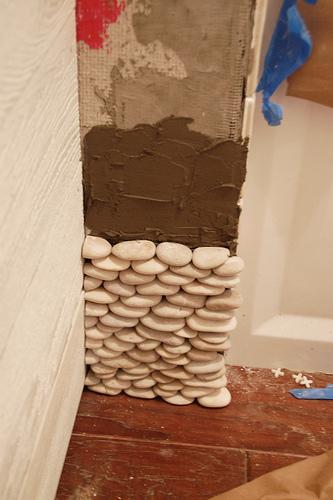 Стены из морской гальки своими руками.
