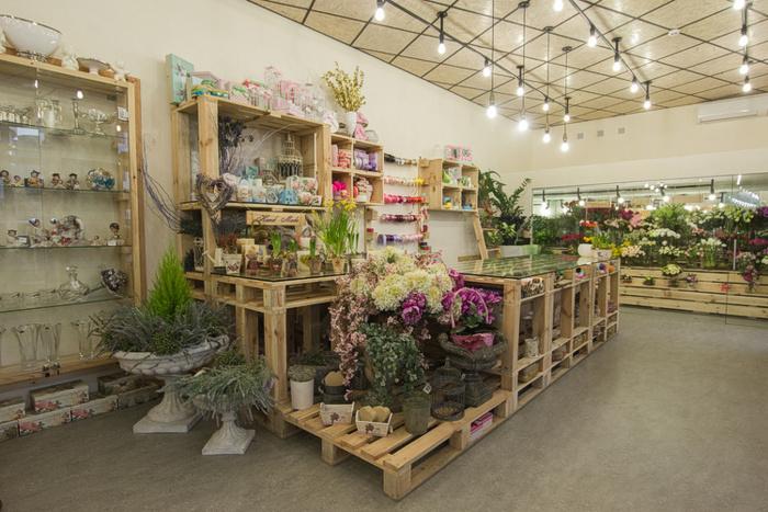 Стол для магазина цветов